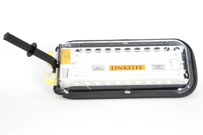 The original linkable temporary lighting system, offering economical bright white fluorescent floodlighting.